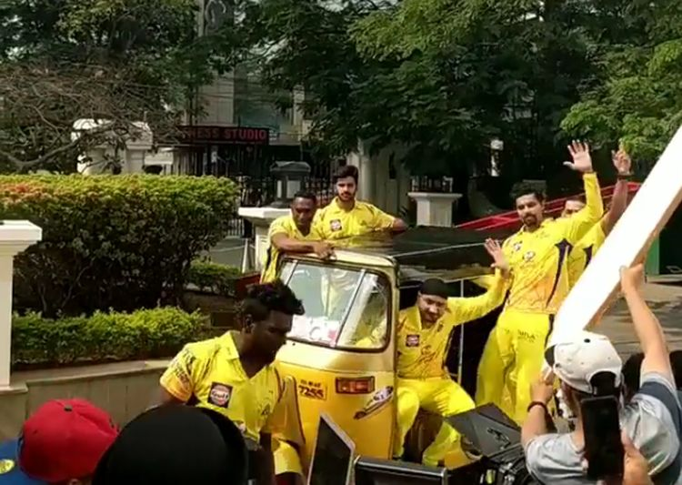 Watch: Harbhajan Singh adds 'Punjabi Tadka' to Chennai Super Kings ahead of IPL 2018