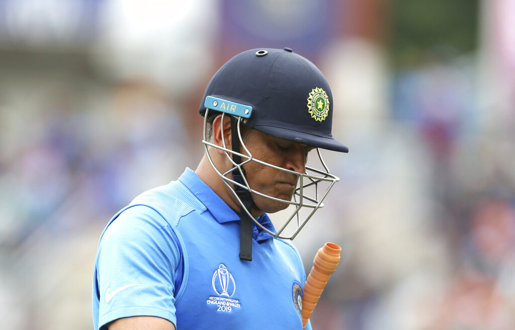Selectors should inform Dhoni if they have decided to move forward: Sehwag