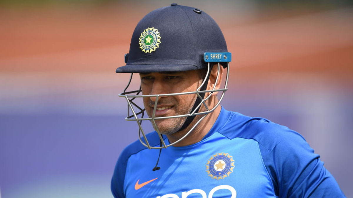 Retirement is Dhoni's 'personal call' but selectors should talk to him, says Virender Sehwag